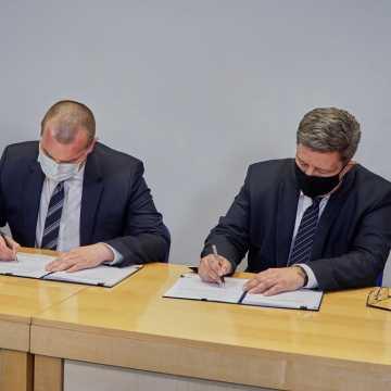 Województwo Łódzkie podpisało wieloletnie umowy z POLREGIO i Łódzką Koleją Aglomeracyjną. W siatce połączeń jest Radomsko