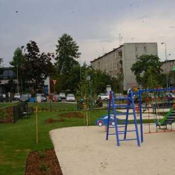 Przebudowa skweru przy ul. Piastowskiej w Radomsku dobiegła końca
