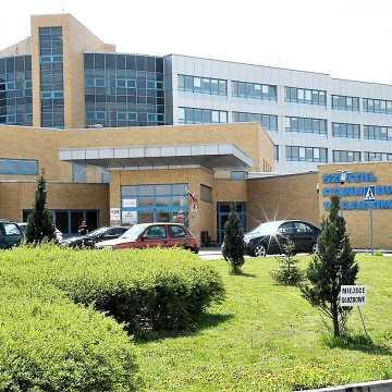 """Mniej """"łóżek covidowych"""" w radomszczańskim szpitalu"""