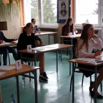 Ósmoklasiści rozpoczęli próbne egzaminy