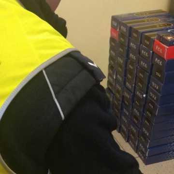 Masłowice. Policjanci zatrzymali dwóch mężczyzn za posiadanie nielegalnego tytoniu i kokainy