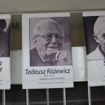 """Różewicz nie był """"łasy"""" na wywiady i światła reflektorów"""