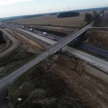 [AKTUALIZJA] Budowa A1 koło Radomska. Będzie burzenie wiaduktów na DK1