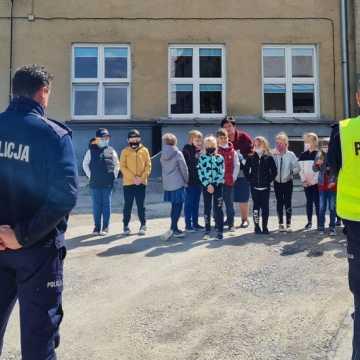 Komisarz Błysk uczył dzieci z Kobiel Wielkich