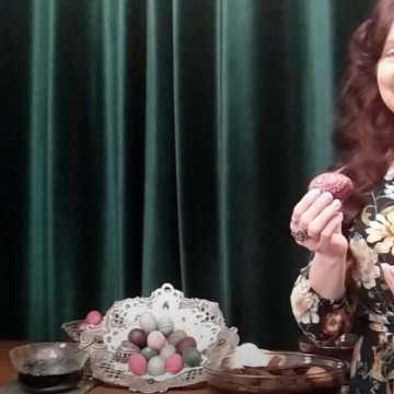 """""""Lekcje z Różą"""". Danuta Zawadzka nagrała już ponad 60 filmików pomagających w zdalnym nauczaniu"""