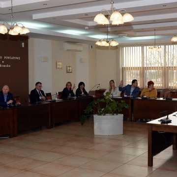 Radni przyjęli na nadzwyczajnej sesji zmiany w budżecie. Chodzi o pieniądze dla szpitala