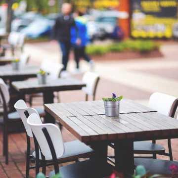 Od 8 maja otwarte hotele, 15 maja ruszają ogródki gastronomiczne