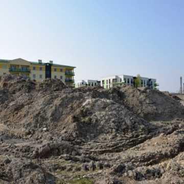 Hałda ziemi przy Sadowej zostanie uprzątnięta