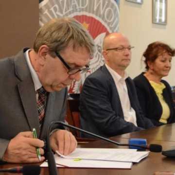 Umowy na remonty dróg w Radomsku i powiecie podpisane
