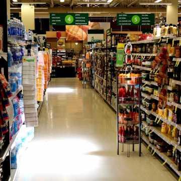 Czy w marketach przestrzegane są obostrzenia sanitarne?