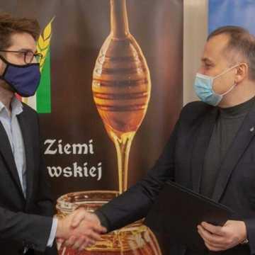Powiat piotrkowski zacieśnia współpracę z branżą pszczelarską