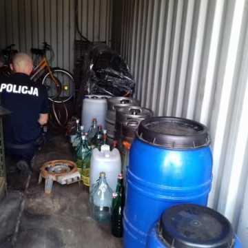Policjanci skonfiskowali 250 litrów bimbru