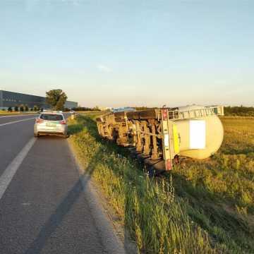 Pijany kierowca ciężarówki wjechał do rowu