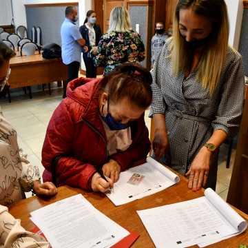 Piotrków Tryb.: laptopy dla dzieci z rodzin zastępczych