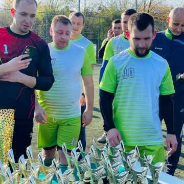 """Liga """"Szóstek"""" w Radomsku zakończyła rozgrywki. Gold-Car mistrzem"""