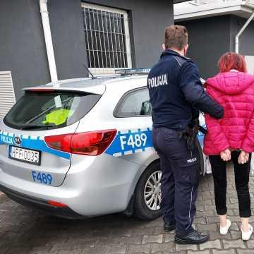 Kasjerka i jej konkubent kradli sklepowy towar
