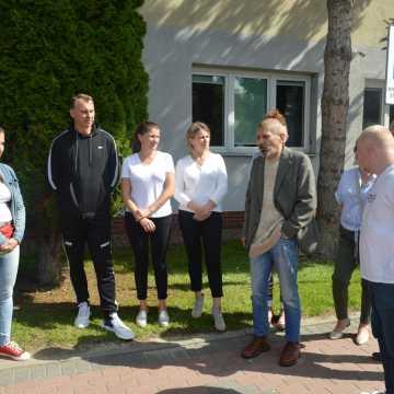 Zjednoczeni dla Wolności: szkoły w Radomsku zmuszają uczniów do szczepień