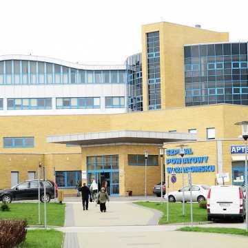 Bezdomny, zakażony COVID-19 uciekł ze szpitala w Radomsku