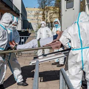 Do nagłego wzrostu zakażeń COVID-19 w województwie przyczyniła się sytuacja w DPS w Bełchatowie