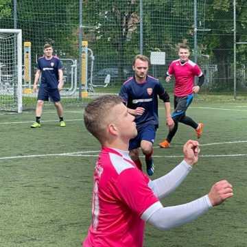 """Liga """"Szóstek"""" w Radomsku: Żubry wciąż na czele rozgrywek"""