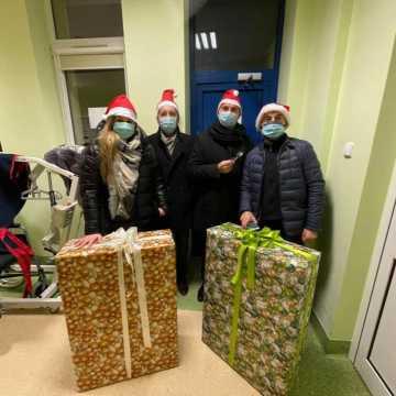 Radni KO z Radomska w roli świętych Mikołajów