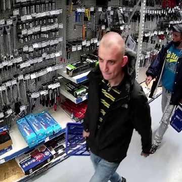 Policjanci poszukują sprawców kradzieży