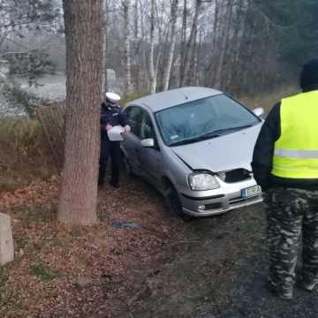 Kol. Borowiecko: dachował samochód. Trzy osoby ranne