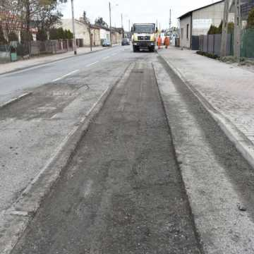 Na ul. Słowackiego w Kamieńsku trwają prace drogowe. Wprowadzono ruch wahadłowy