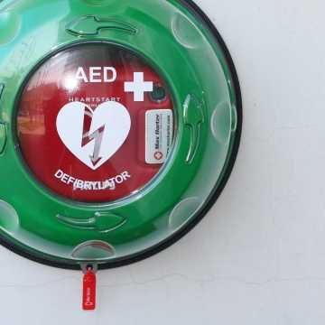 W Gidlach będzie ogólnodostępny defibrylator