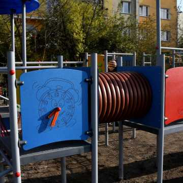 W Piotrkowie Tryb. powstał nowy plac zabaw