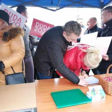 Wybory prezydenckie 2020. W Radomsku zbierali podpisy dla Andrzeja Dudy