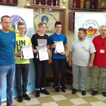 """Zawodnicy OKSS """"10-tka"""" strzelali w Zduńskiej Woli"""