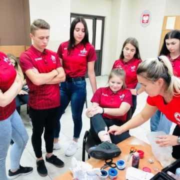 """Uczniowie klasy rehabilitacyjno-zdrowotnej z """"Mechanika"""" gotowi nieść profesjonalną pomoc"""