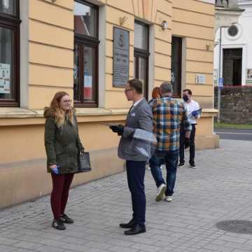 W Radomsku trwa zbiórka podpisów poparcia dla Rafała Trzaskowskiego