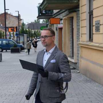 Przewodniczący Rafał Dębski pyta: Czemu mają służyć takie konsultacje?