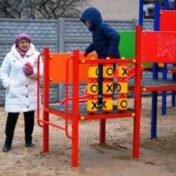 Nowy plac zabaw przy Przedborskiej