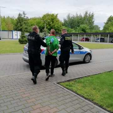 Próbował ukraść samochody. Trafił do aresztu