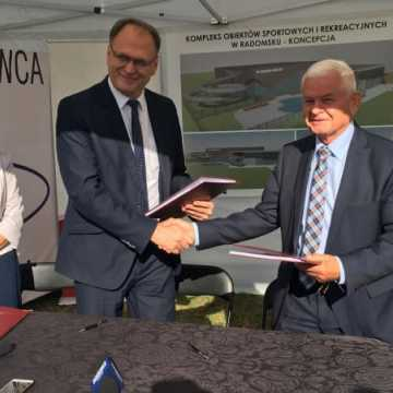 Umowa na budowę basenu podpisana