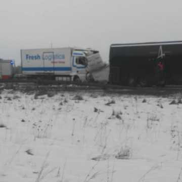 Na DK1 ciężarówka zderzyła się z autobusem