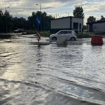 Ul. Żeromskiego w Radomsku znów pod wodą