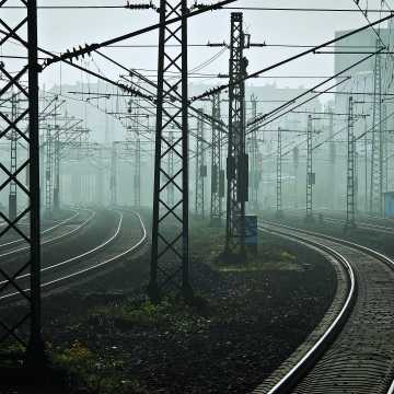 [AKTUALIZACJA] Po śmiertelnym wypadku na przejeździe zmiany w komunikacji na linii Koluszki – Częstochowa