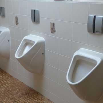 Toalety ze świecą szukać