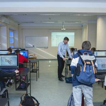 TAIR zaprasza na bezpłatne lekcje matematyki online. W sobotę równania