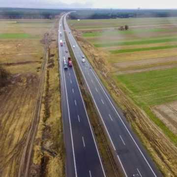 """Budowa A1 z lotu ptaka: odcinek """"D"""" Radomsko-granica województwa"""