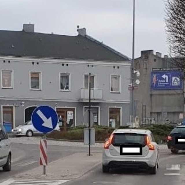Pijany kierowca spowodował wypadek na rondzie w Radomsku