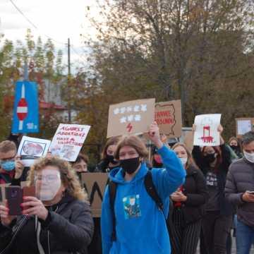 Ulicami Radomska przeszedł marsz sprzeciwiający się wyrokowi Trybunału Konstytucyjnego