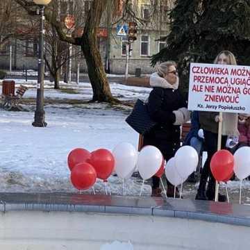 """""""Zjednoczeni dla Wolności"""" protestowali w Radomsku przeciwko rządowym obostrzeniom"""
