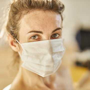 Obowiązek zakrywania ust i nosa w pracy, jeśli w pomieszczeniu jest więcej niż 1 osoba