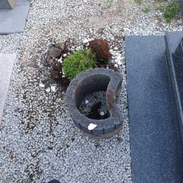 Dewastacja nagrobka na Cmentarzu Nowym w Radomsku