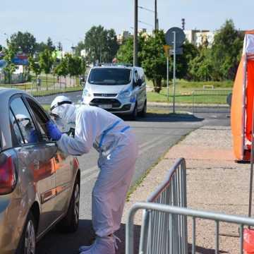 Bełchatów: ponad sto osób przebadano w drive-thru
